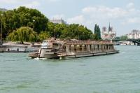 Bateux Parisien sightseeing cruise