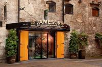 Historischer Eingang Jameson Distillery