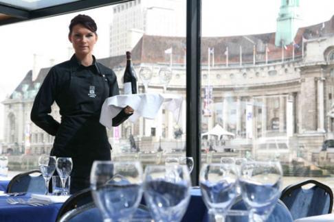 Bateaux London waitress