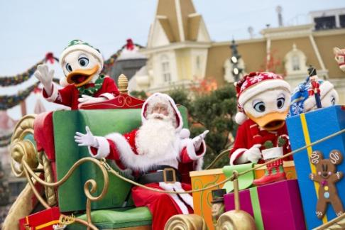 Father Christmas Disneyland Paris Parade