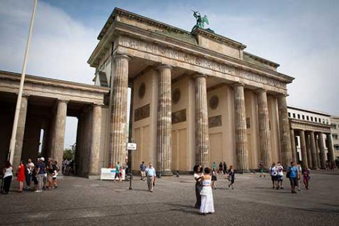 """365Tickets DE Yellow Tour Berlin (24 / 48 h) + Reiseführer """"Berlin für junge Leute"""""""
