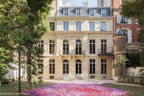 Click to view details and reviews for Le Grand Musée Du Parfum Arc De Triomphe.