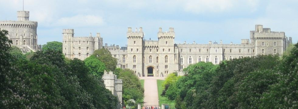Windsor Castle Tickets & Tours from London A London trip is incomplete without a Windsor Castle Tour! This jaw-dropping edifice, first constructed by William the Conqueror, now serves as the most ancient and grand castle on Earth to house a resident.4/4().